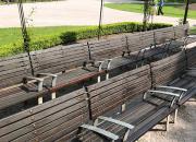 Oprava a obnova nátěru laviček v památkově chráněné zóně v HK (stav po úpravě, 2017)